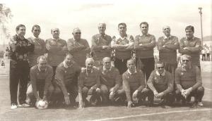 Barrera (hermano), Canario, Mata, Padilla, Beviá, Marquitos, Sabuco, García, Chico.--Folch, Peinado, Besó, Cegarra, Monóvar, Tino II, Pizjoan.